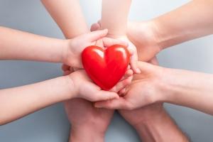 Herz mit Händen